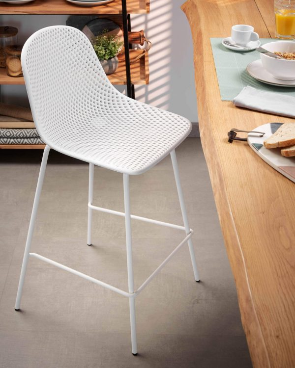 CC1990S05 10 600x750 - Quinby Barstool-White 75cms Seat